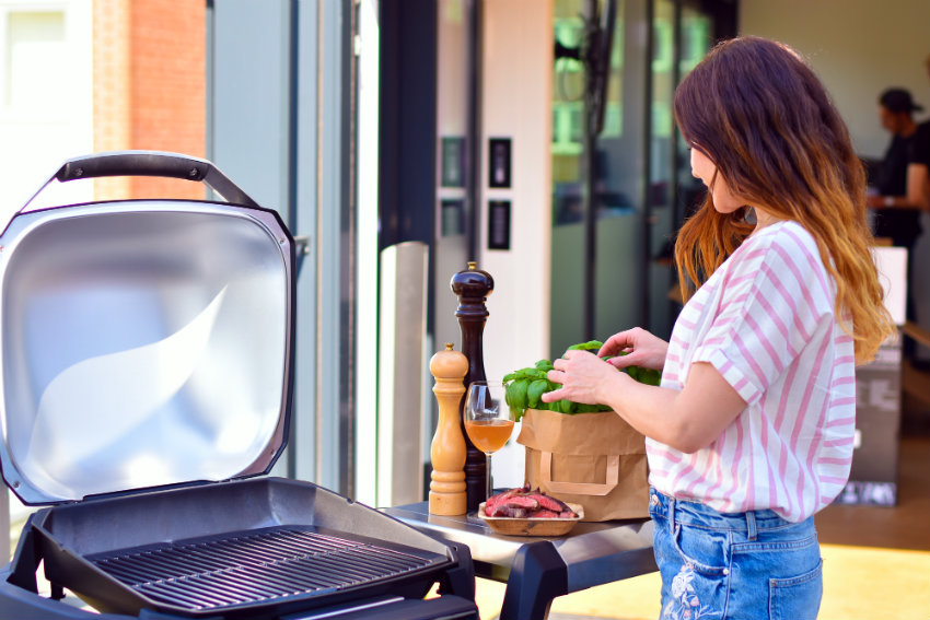 Weber Elektrogrill Regen : Mädels an den grill grill an mit weber strasskind