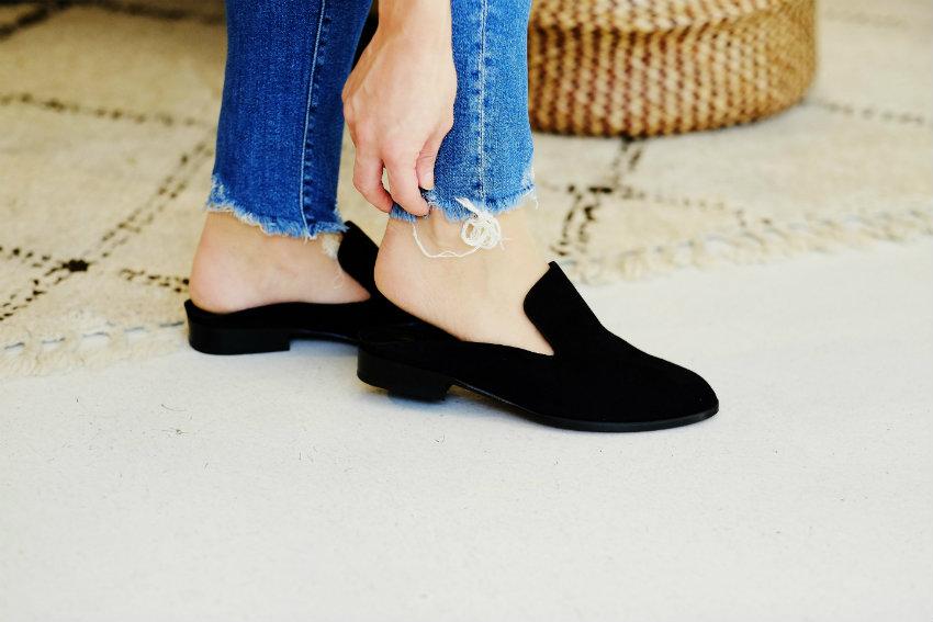 Schuhanprobe um den Modestil zu definieren