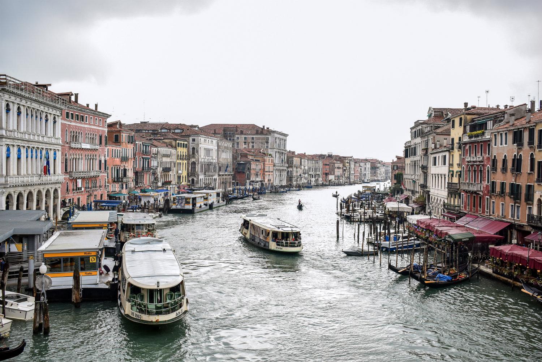Bewölktes Venedig