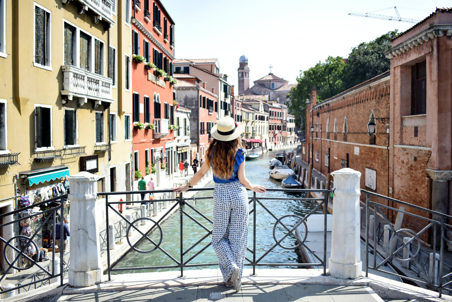 Outfit fuer sightseeing durch Venedig