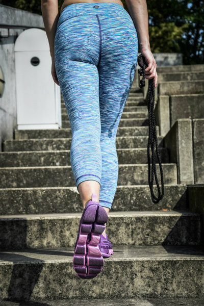 Funktionskleidung Sporthose und Laufschuhe