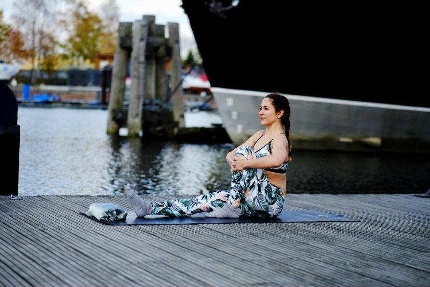 Yoga für Anfänger Praktiken und Atmung