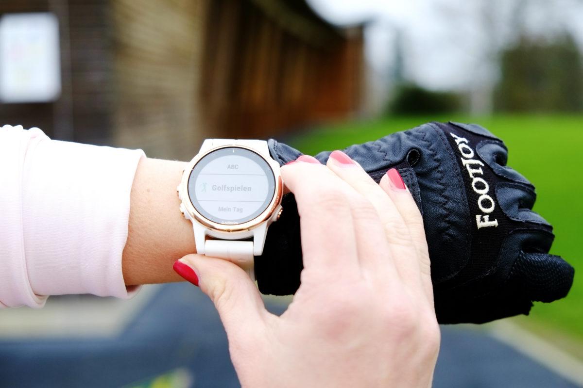 Die fenix 5 Plus Multisport-Smartwatch im Golf Segment